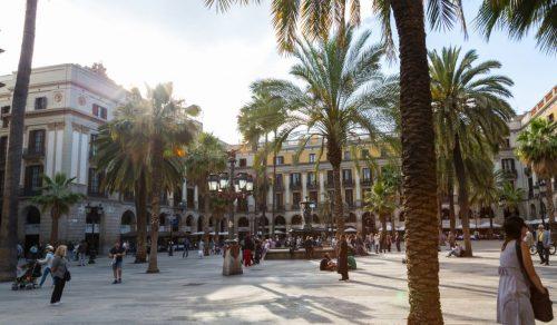 Die Architektur Barcelonas ist besonders gut an der Plaza Real zu erkennen.
